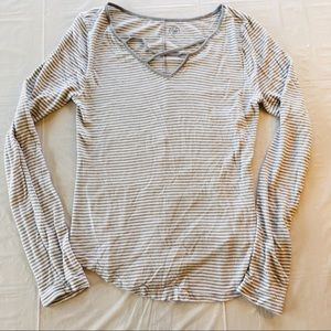 SO White and Gray Long-Sleeve Top Neckline Detail
